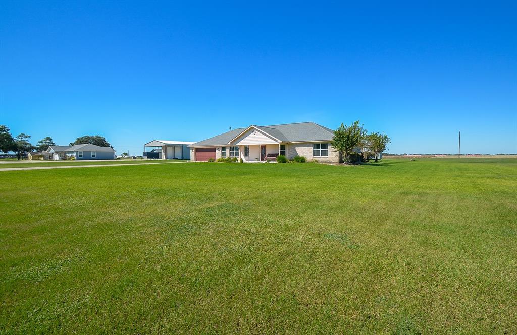 556 Meadowview Drive, El Campo, TX 77437