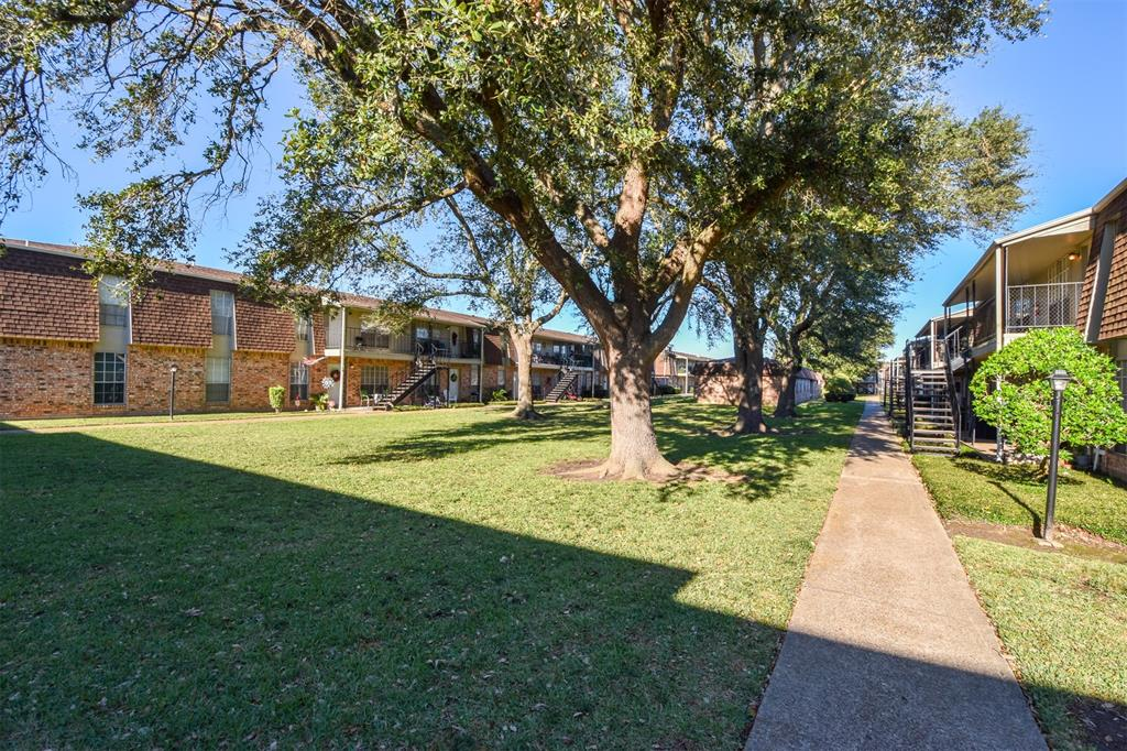 5252 Twin City Highway 416, Groves, TX 77619