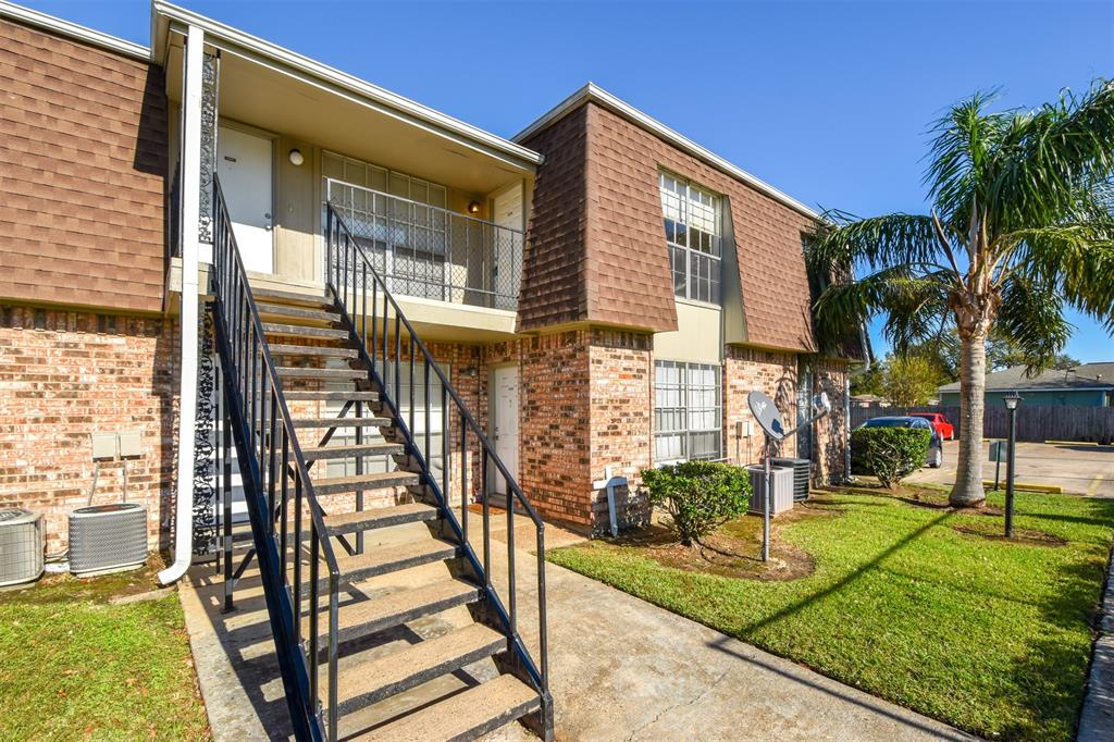 5252 Twin City Highway 464, Groves, TX 77619