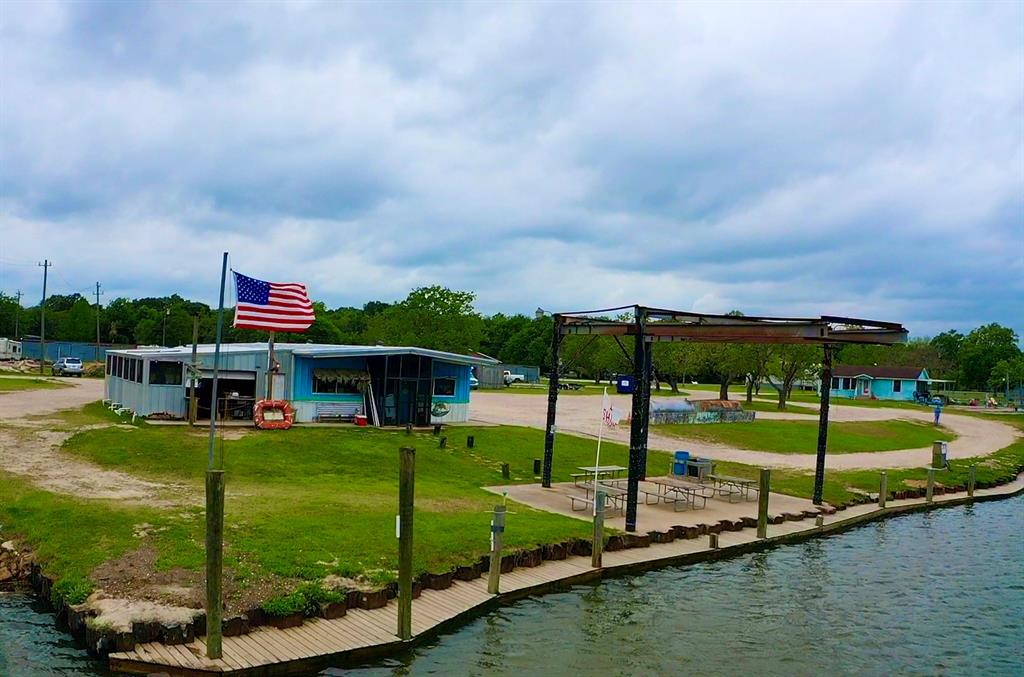 6811 County Road 203, Liverpool, TX 77577