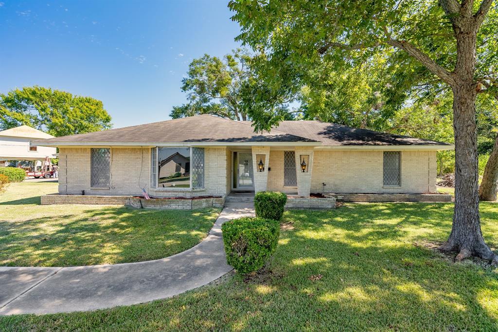 206 Riverside Street, Highlands, TX 77562