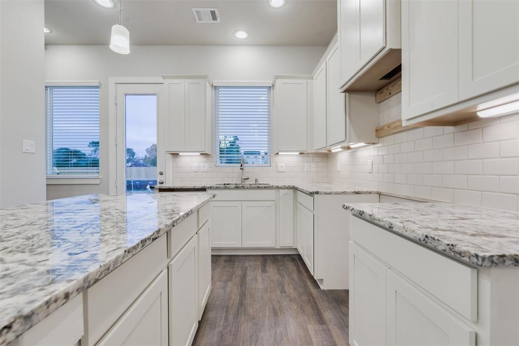 9004 2 Lonestar River Lane, Houston, Texas 77080, 3 Bedrooms Bedrooms, 6 Rooms Rooms,2 BathroomsBathrooms,Townhouse/condo,For Sale,Lonestar River,62625665
