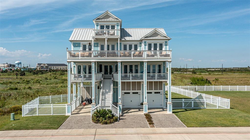 38 Grand Beach Boulevard, Galveston, TX 77550