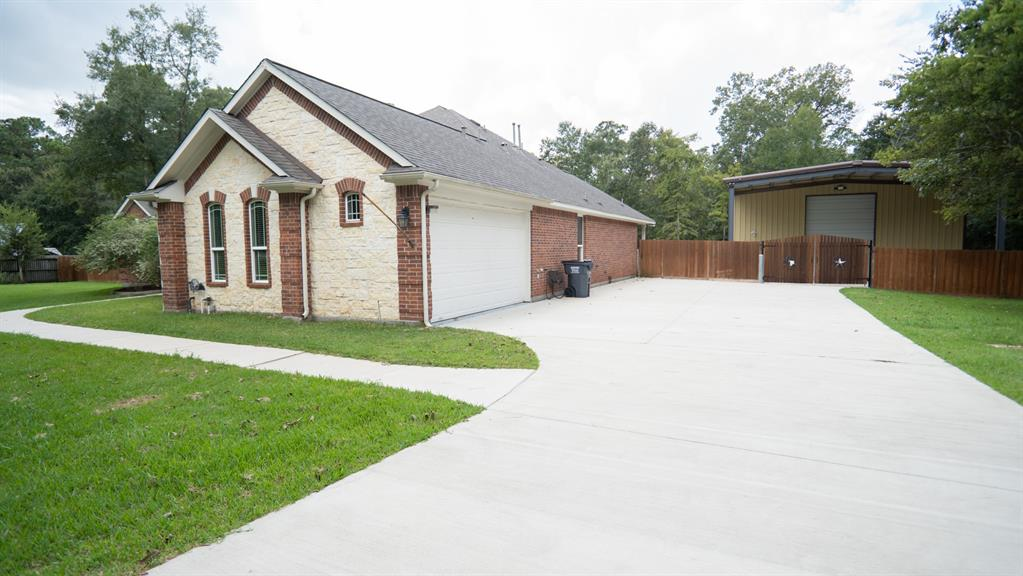 28319 Lazy Rock Drive, Huffman, TX 77336