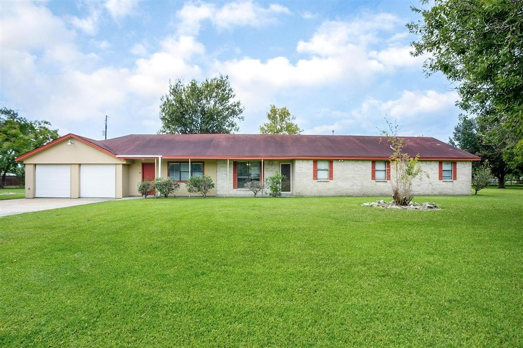 417 E Houston Street, Highlands, TX 77562
