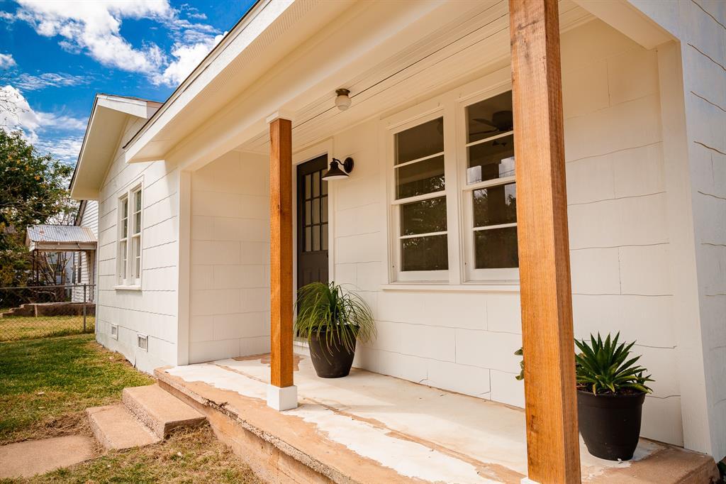741 S Williamson Street, Giddings, TX 78942