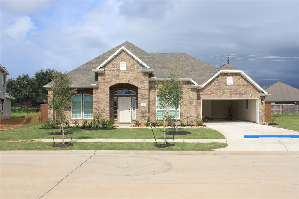 210 Bentwater Lane, Clute, TX 77531