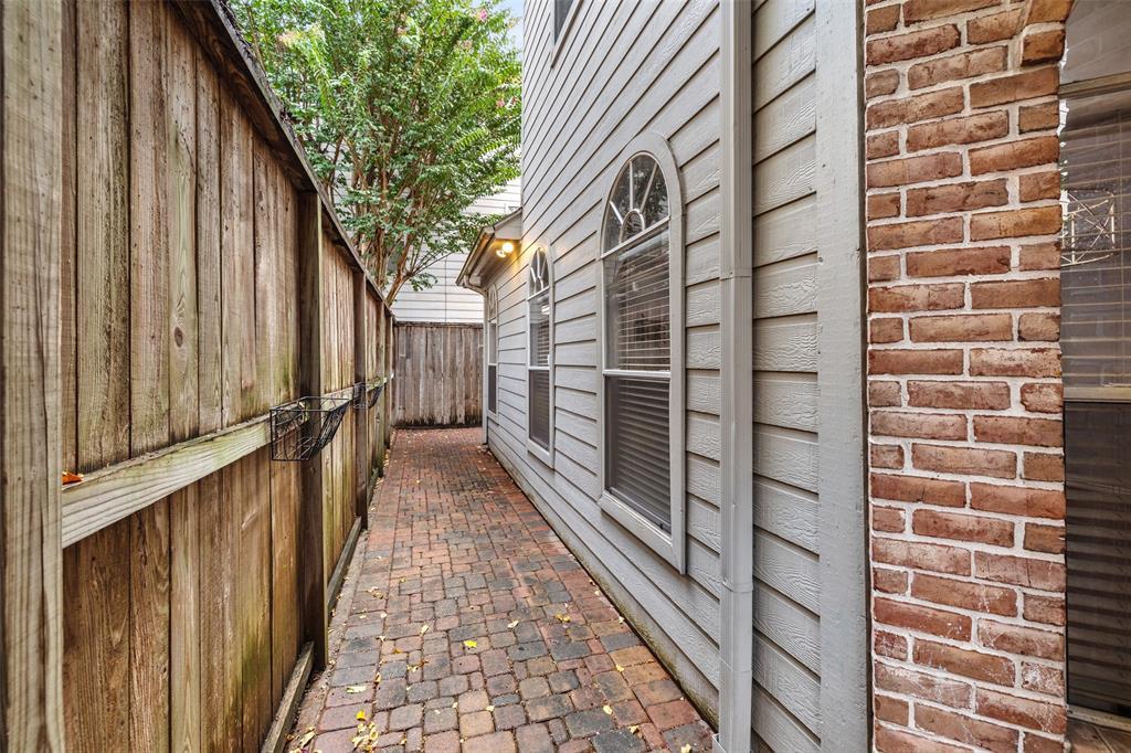612 2 Detering Street, Houston, Texas 77007, 3 Bedrooms Bedrooms, 11 Rooms Rooms,2 BathroomsBathrooms,Townhouse/condo,For Sale,Detering,62959044