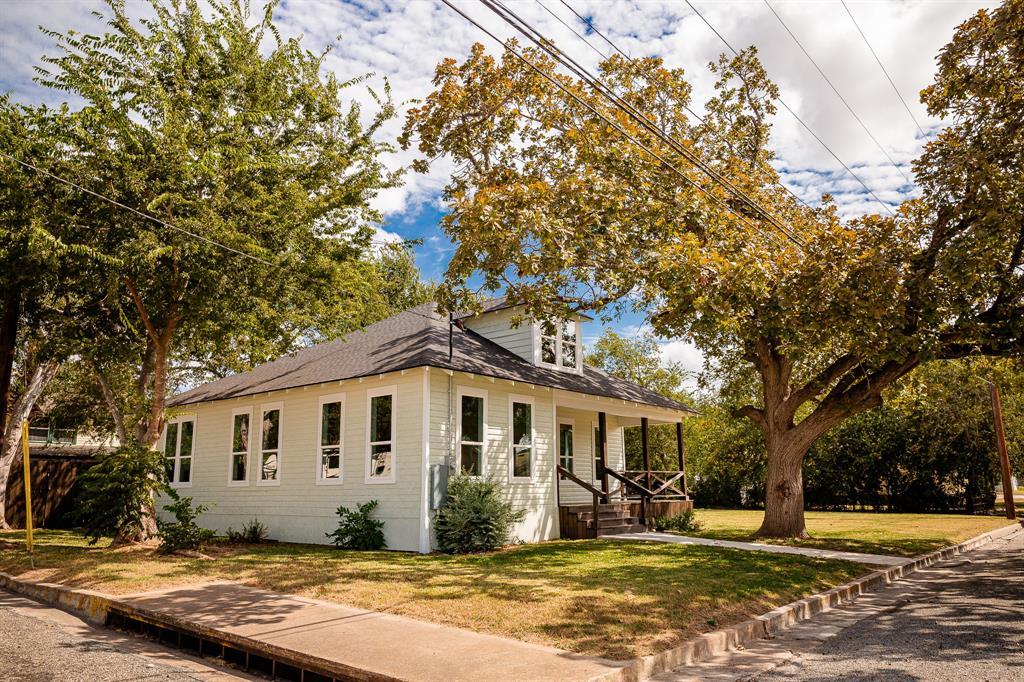 413 E Industry Street, Giddings, TX 78942