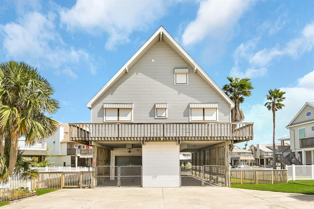 518 Paradise Drive, Tiki Island, TX 77554