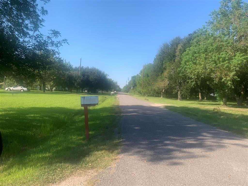 4402 County Road 888, Rosharon, TX 77583