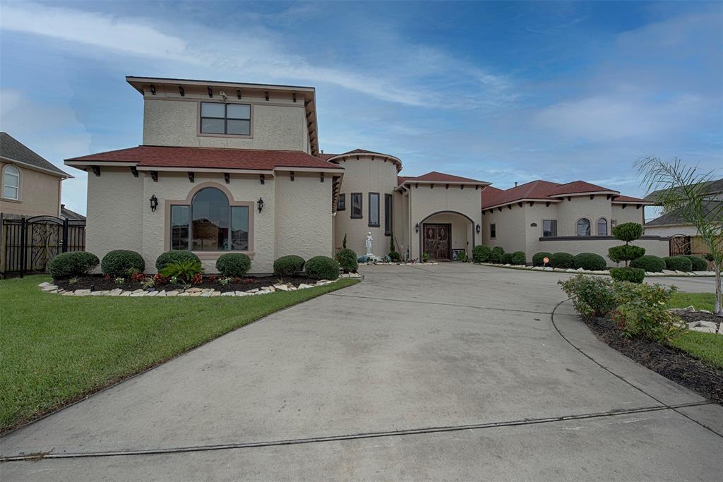 6631 S Emerald Drive, Pasadena, TX 77505