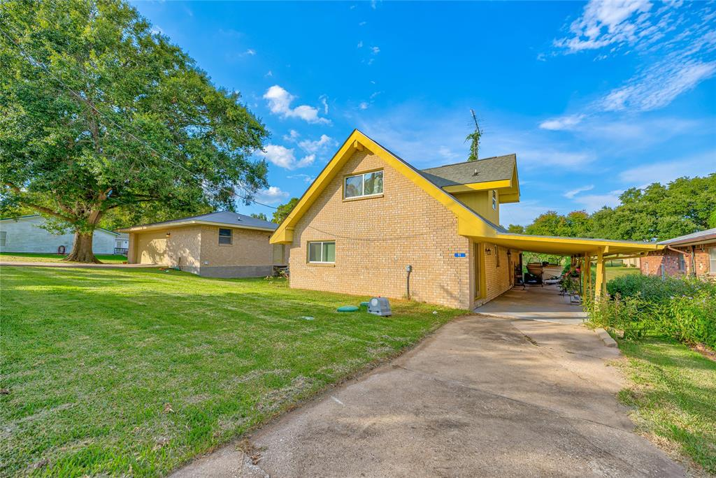 11 Parkview Drive, Point Blank, TX 77364