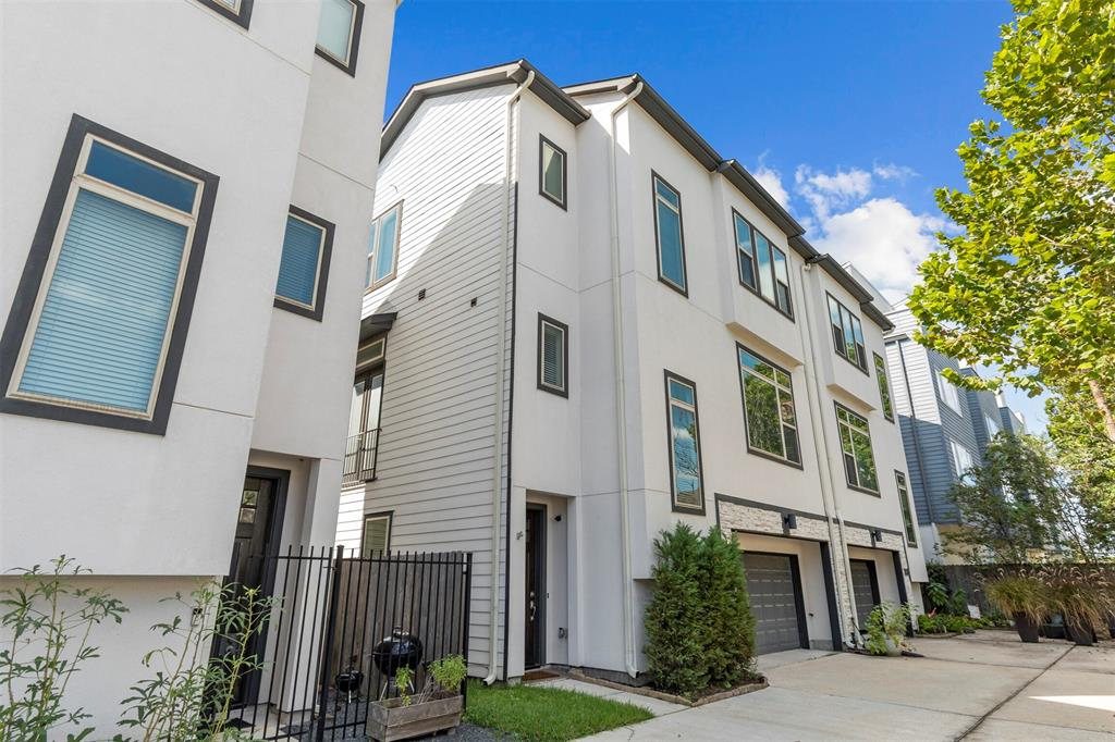 909 3 24th Street, Houston, Texas 77008, 3 Bedrooms Bedrooms, 3 Rooms Rooms,3 BathroomsBathrooms,Townhouse/condo,For Sale,24th,40827212