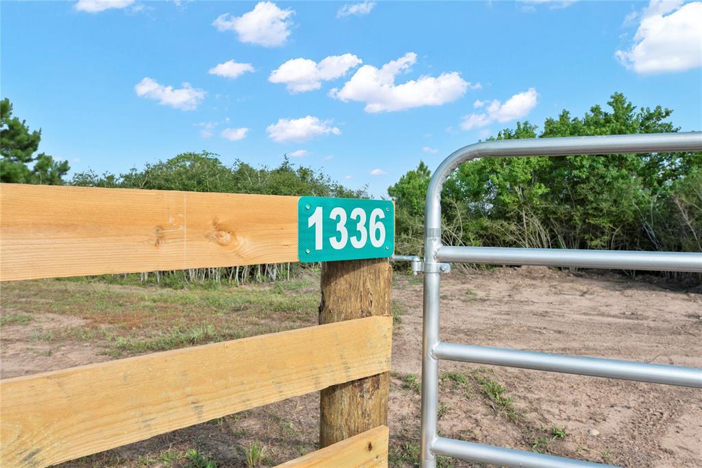 1336 Piney Woods Road, Alleyton, TX 78935