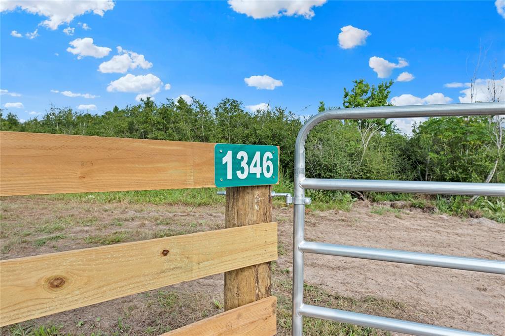 1346 Piney Woods Road, Alleyton, TX 78935