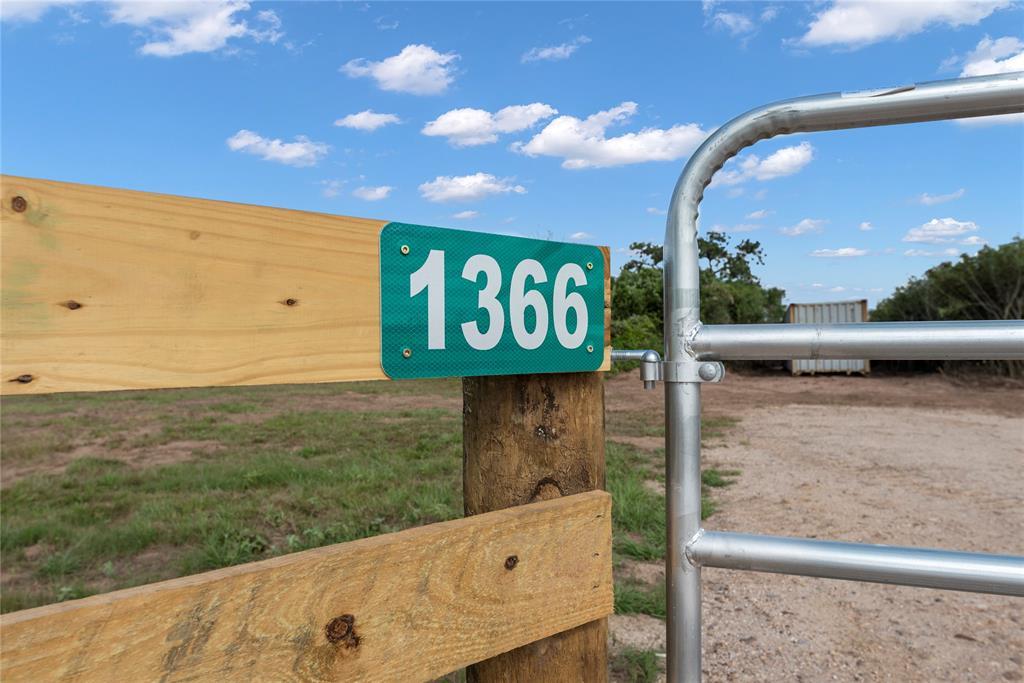 1366 Piney Woods Drive, Alleyton, TX 78935