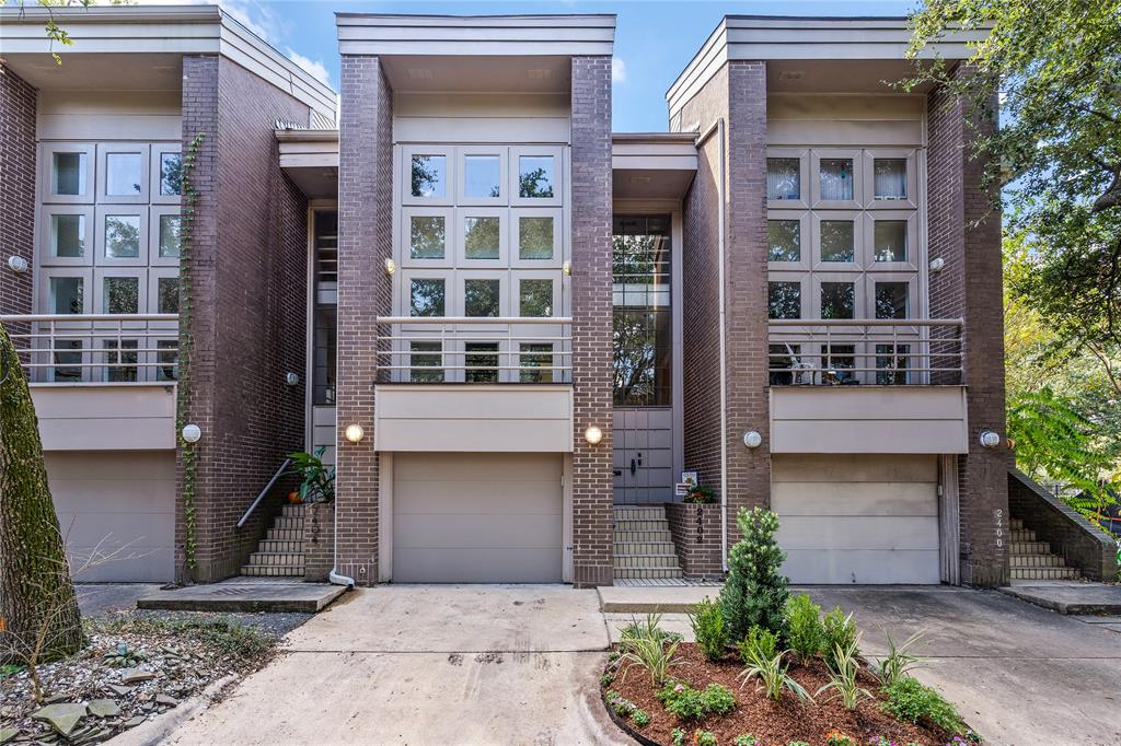 2402 3 Yupon Street, Houston, Texas 77006, 2 Bedrooms Bedrooms, 6 Rooms Rooms,2 BathroomsBathrooms,Townhouse/condo,For Sale,Yupon,49293965