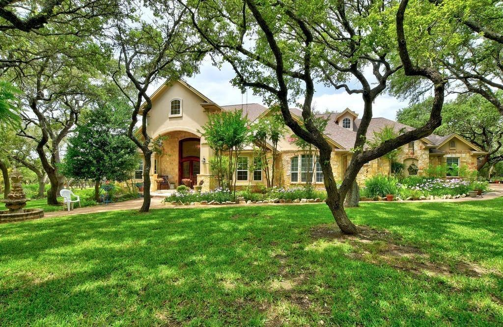 999 Enchanted Oak Drive, Driftwood, TX 78619