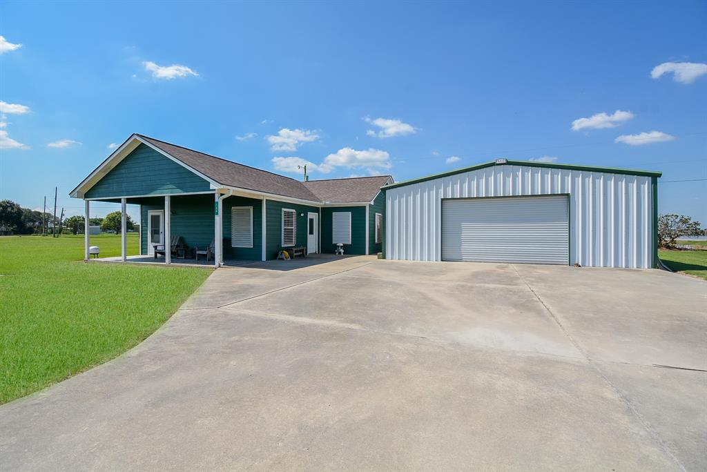 106 Bayview Drive, Palacios, TX 77465