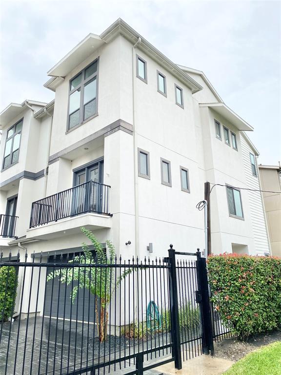 2528 3 Chenevert Street, Houston, Texas 77004, 3 Bedrooms Bedrooms, 3 Rooms Rooms,3 BathroomsBathrooms,Townhouse/condo,For Sale,Chenevert,64754788