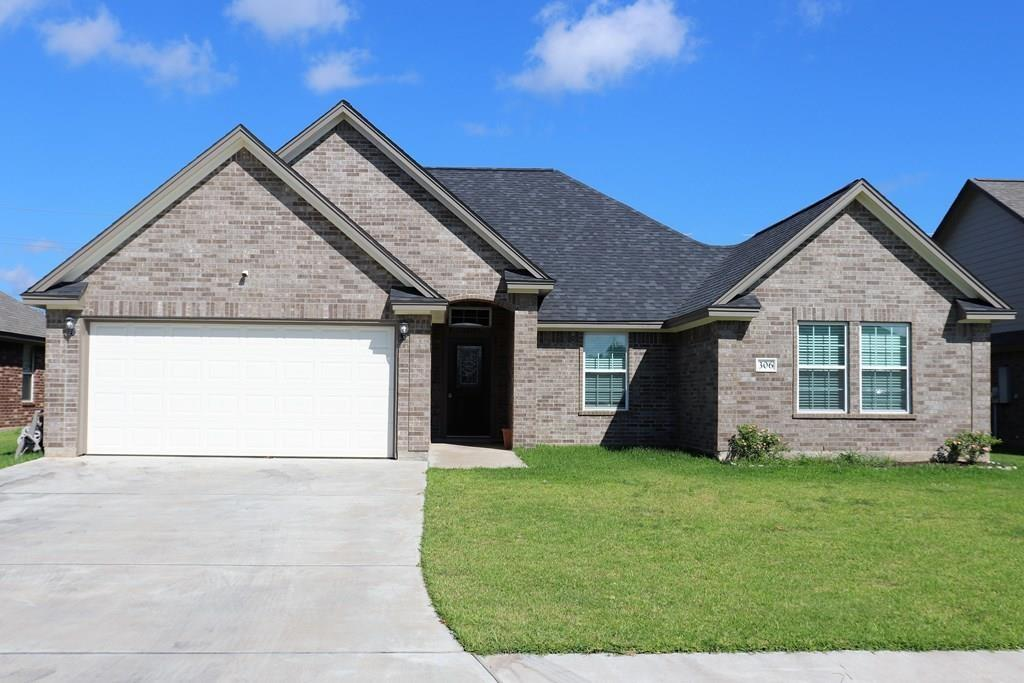 306 York Town Ave, Clute, TX 77531