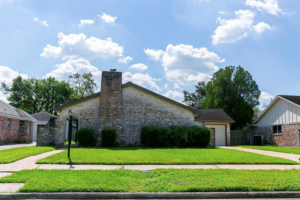 9555 Wickenburg Drive, Houston, TX 77031