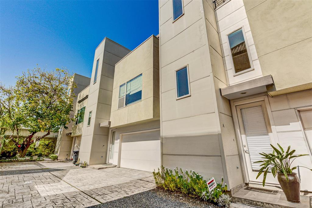 1409 3 Laird St, Houston, Texas 77008, 2 Bedrooms Bedrooms, 6 Rooms Rooms,2 BathroomsBathrooms,Townhouse/condo,For Sale,Laird St,75312174