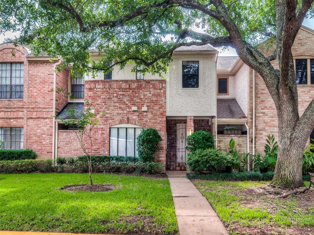 727 2 Bunker Hill Road, Houston, Texas 77024, 3 Bedrooms Bedrooms, 6 Rooms Rooms,2 BathroomsBathrooms,Townhouse/condo,For Sale,Bunker Hill,47910642