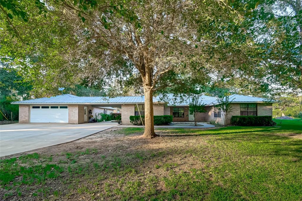 20102 Lake View Road, Damon, TX 77430
