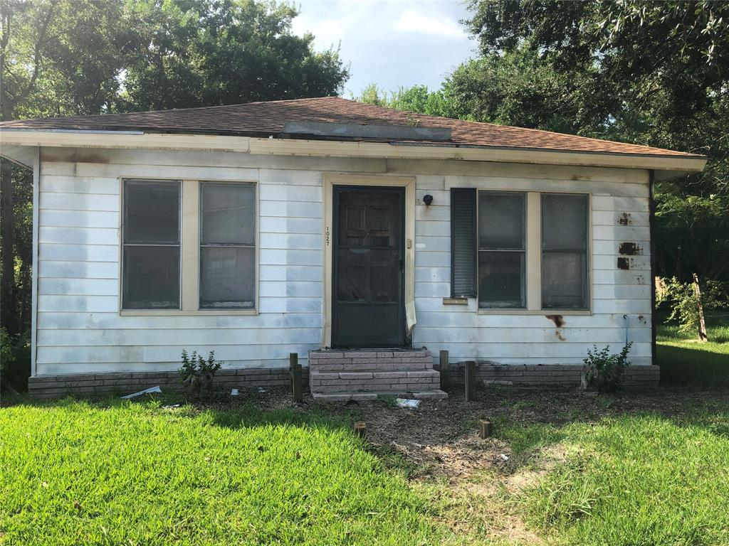 1027 W 14th St, Port Arthur, TX 77640