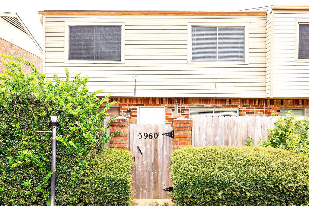 5960 Fairmeadow St, Beaumont, TX 77707