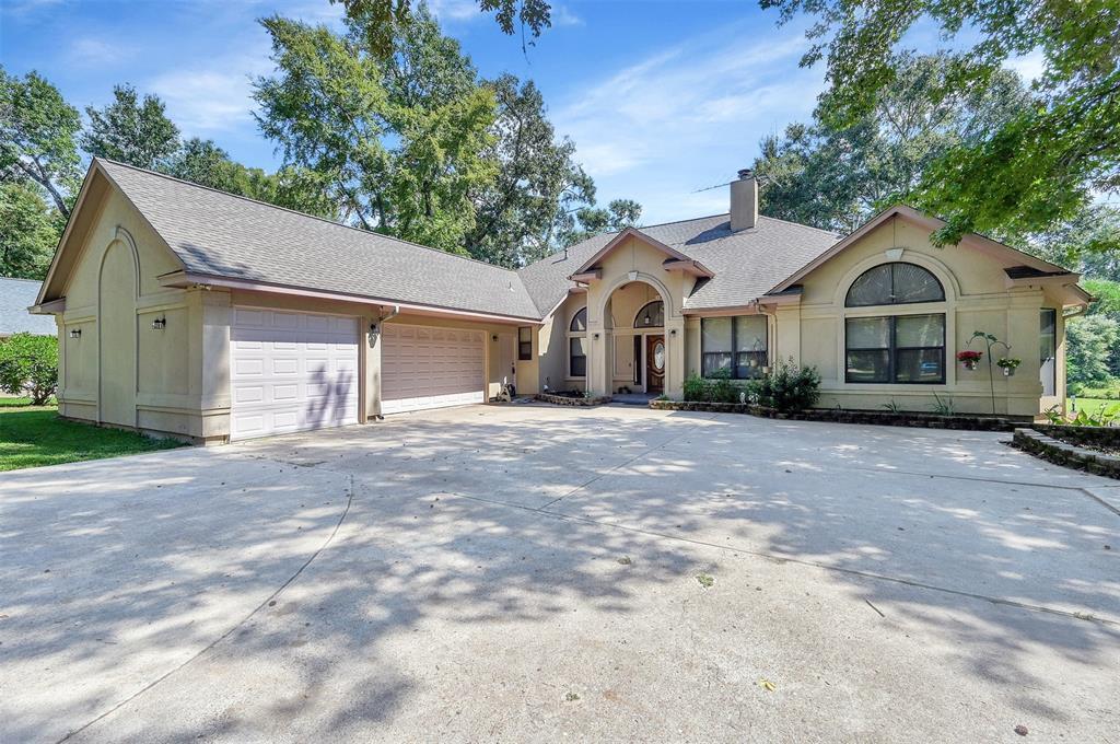 15204 Paradise View Drive, Willis, TX 77318