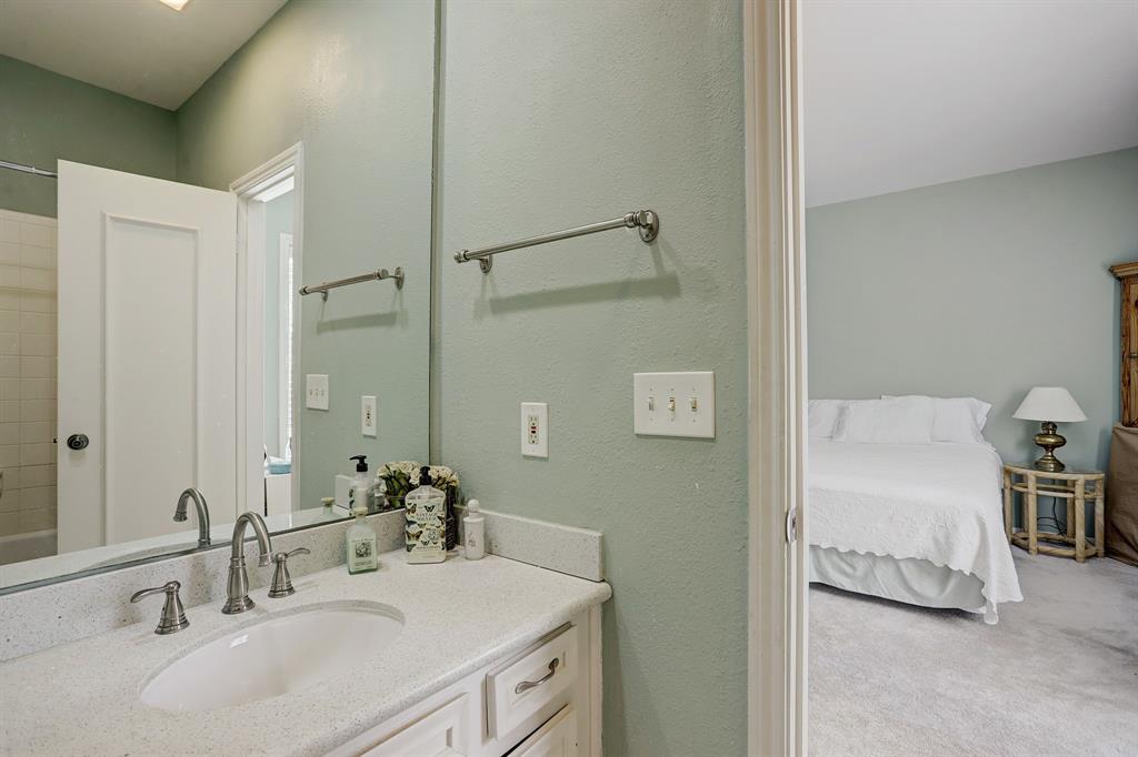173 2 Sage Road, Houston, Texas 77056, 2 Bedrooms Bedrooms, 6 Rooms Rooms,3 BathroomsBathrooms,Townhouse/condo,For Sale,Sage,41419298