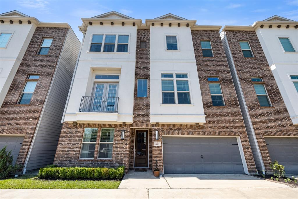 Beautiful, recently constructed single family home in Garden Oaks. Located just a couple of blocks away from Garden Oaks Elementary, great restaurants, and a gorgeous park.
