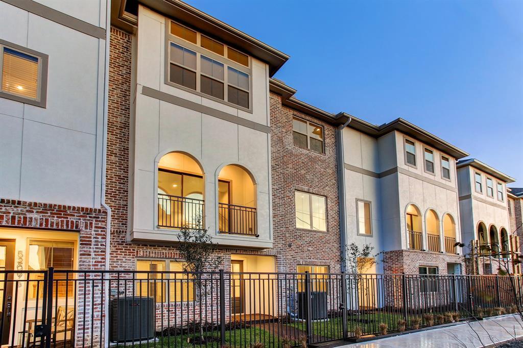 5234 3 Schuler Street, Houston, Texas 77007, 3 Bedrooms Bedrooms, 11 Rooms Rooms,3 BathroomsBathrooms,Townhouse/condo,For Sale,Schuler,95380100