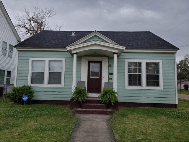 1311 W Cherry Avenue, Orange, TX 77630