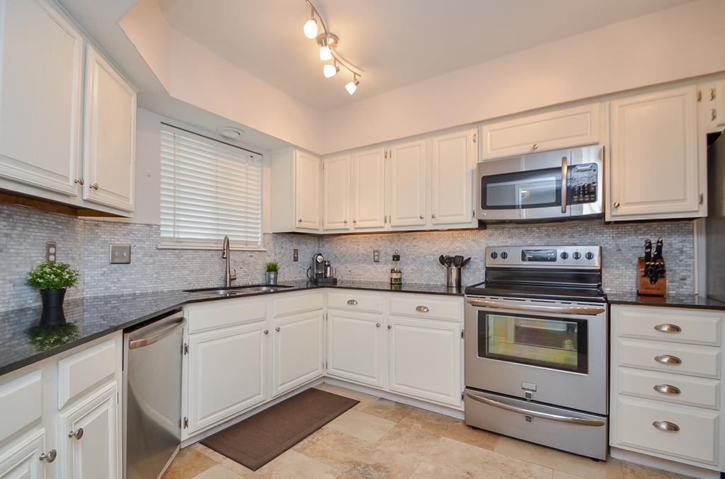 962 2 Memorial Village Drive, Houston, Texas 77024, 2 Bedrooms Bedrooms, 6 Rooms Rooms,2 BathroomsBathrooms,Townhouse/condo,For Sale,Memorial Village Drive,59149283