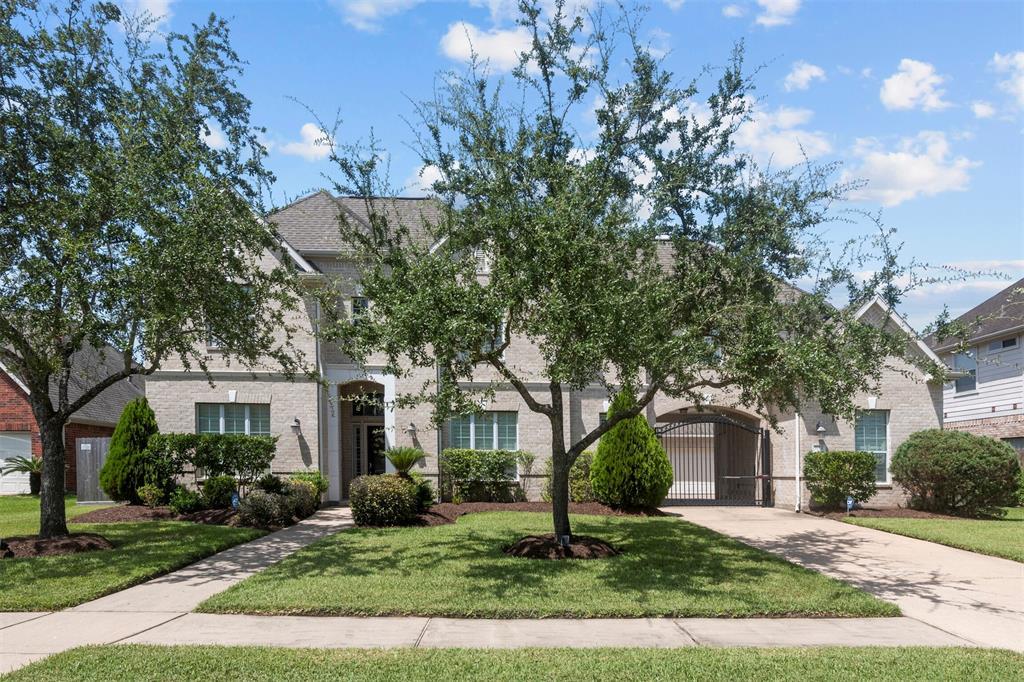 1712 Glen Falls Lane, Pearland, TX 77581