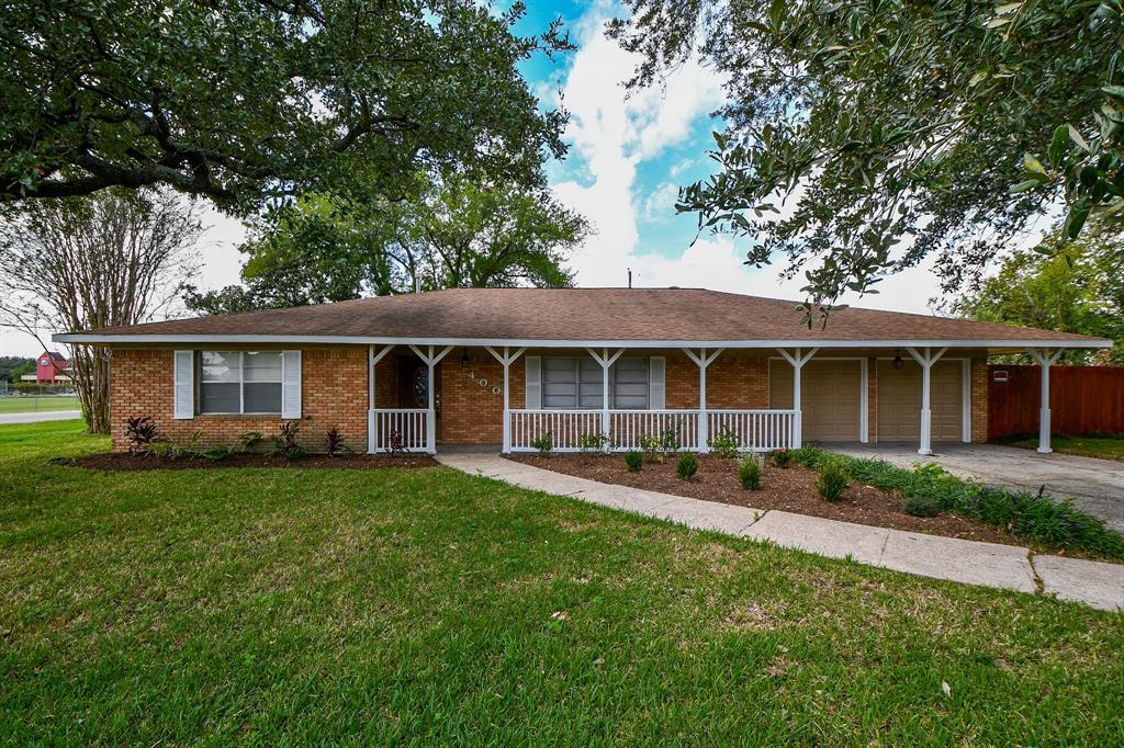 400 W Oak Street, Highlands, TX 77562