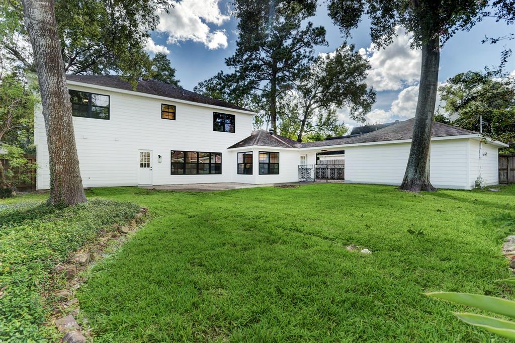 14750 2 River Forest Drive, Houston, Texas 77079, 5 Bedrooms Bedrooms, 12 Rooms Rooms,3 BathroomsBathrooms,Single-family,For Sale,River Forest,77855022