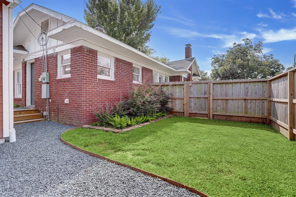935 1 Cottage Street, Houston, Texas 77009, 2 Bedrooms Bedrooms, 7 Rooms Rooms,1 BathroomBathrooms,Single-family,For Sale,Cottage,48343164