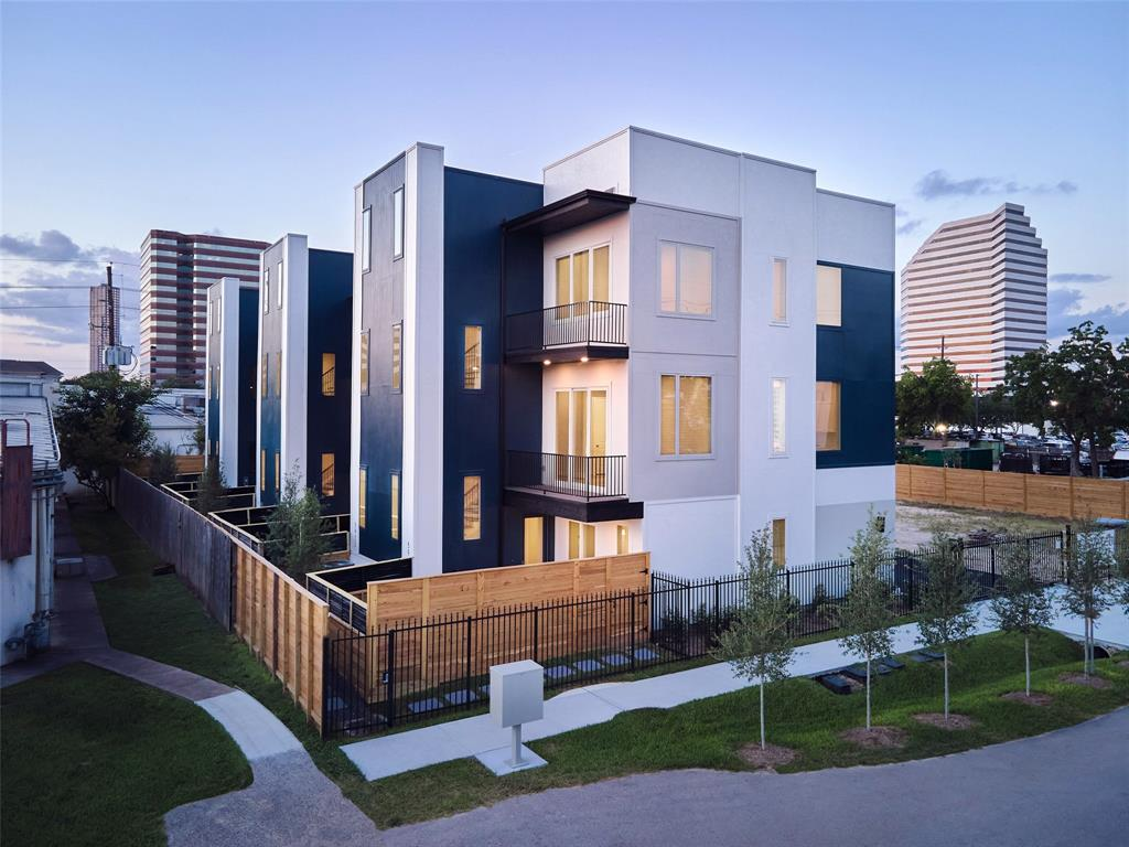 5918 3 Val Verde Street, Houston, Texas 77057, 3 Bedrooms Bedrooms, 5 Rooms Rooms,3 BathroomsBathrooms,Townhouse/condo,For Sale,Val Verde,37374929