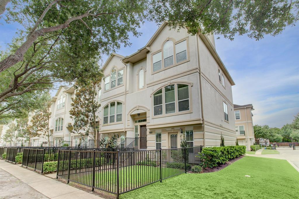 1722 3 French Village Drive, Houston, Texas 77055, 3 Bedrooms Bedrooms, 8 Rooms Rooms,3 BathroomsBathrooms,Townhouse/condo,For Sale,French Village,46139755