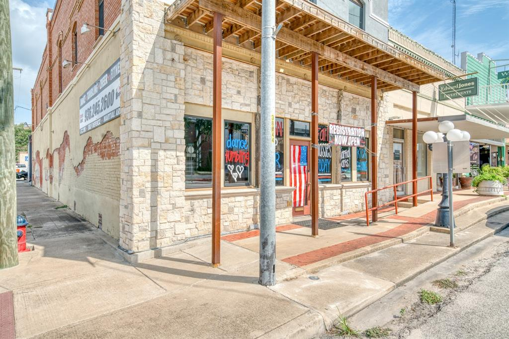 118 N W Main Street, Madisonville, TX 77864
