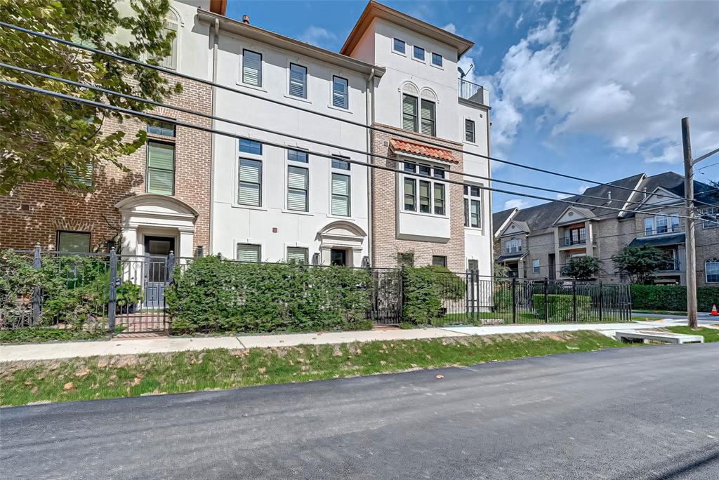 1417 3 Oakdale Street, Houston, Texas 77004, 3 Bedrooms Bedrooms, 7 Rooms Rooms,3 BathroomsBathrooms,Townhouse/condo,For Sale,Oakdale,80560035
