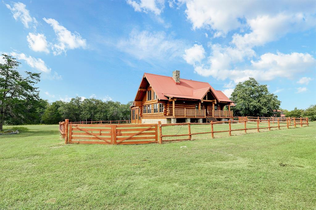200 Fayetteville Farms, Fayetteville, TX 78940