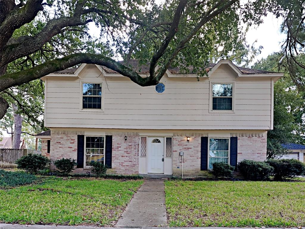 A spacious and move-in ready 4-bedroom, 2.5-bathroom home in Katy is now available. This home features an open living area, large closets and easy access to major highways. Kitchen has granite counter and stainless steel appliances.