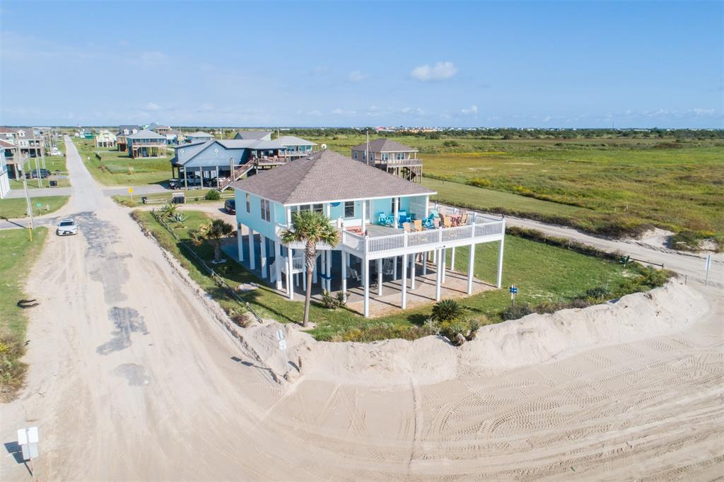 800 1 West Lane, Crystal Beach, Texas 77650, 3 Bedrooms Bedrooms, 5 Rooms Rooms,2 BathroomsBathrooms,Single-family,For Sale,West,80736383