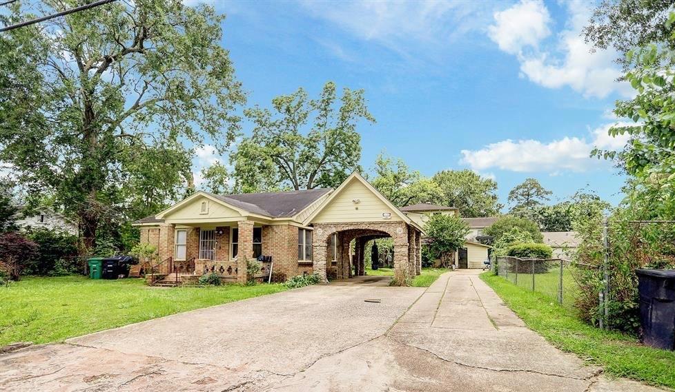 916 Caplin Street, Houston, TX 77022